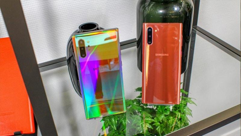 Samsung Galaxy Note 10 được gia công bằng chất liệu kim loại, với mặt trước và mặt sau được bao phủ bởi lớp kính.