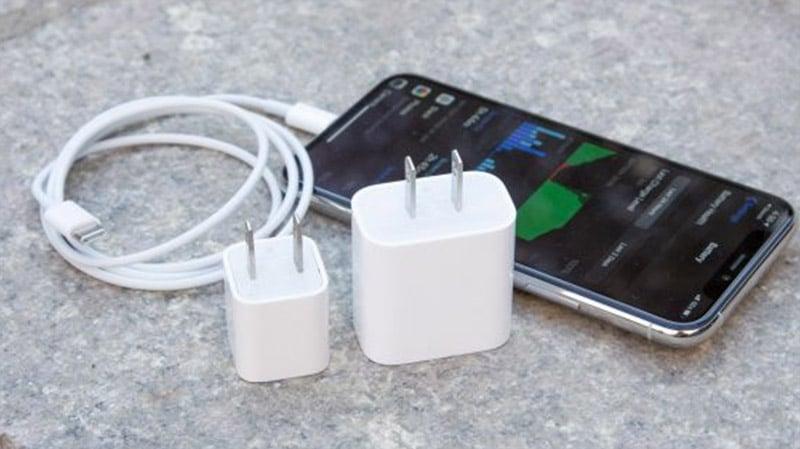 iPhone 11 Pro được tích hợp công nghệ sạc ngược không dây độc đáo và sạc nhanh hiệu suất 18 W.