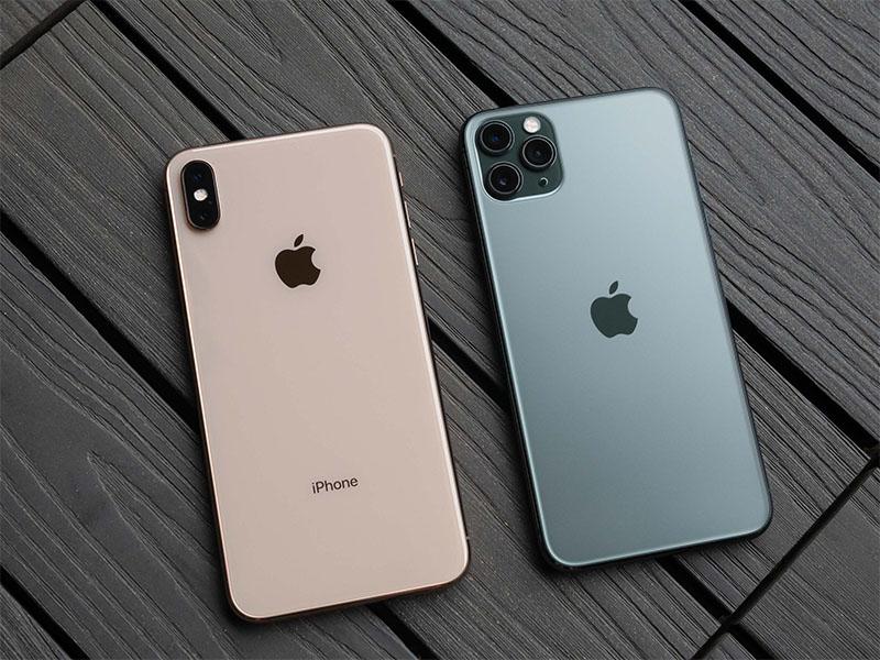 iPhone Xs (bên trái) và iPhone 11 Pro (bên phải).
