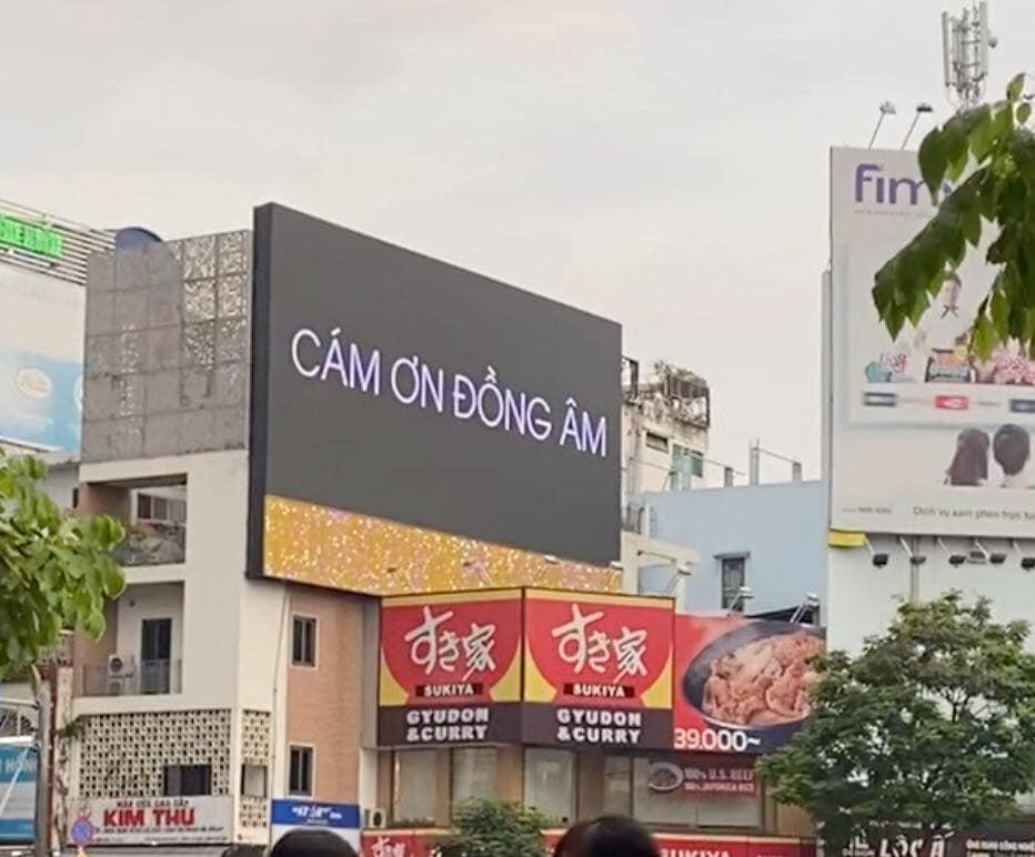 """Đen Vâu """"nịnh fan"""", chơi lớn trở thành nghệ sĩ nịnh fan nhất Việt Nam."""