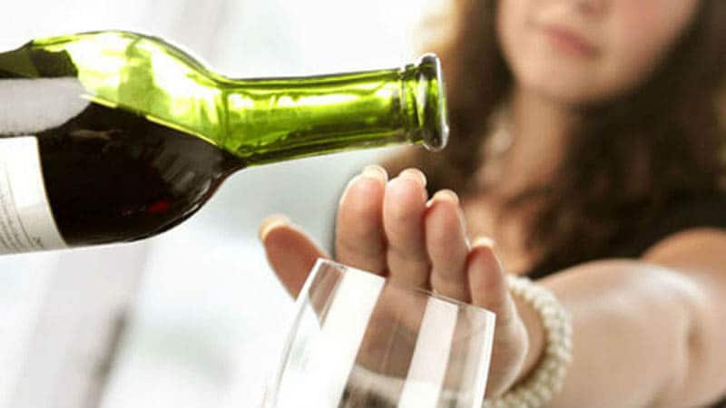 Cách từ chối khéo uống rượu
