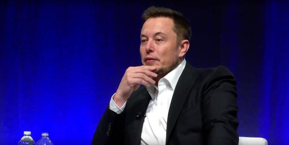 Elon Musk cho rằng Facebook là thứ gì đó ngớ ngẩn, thiếu sót
