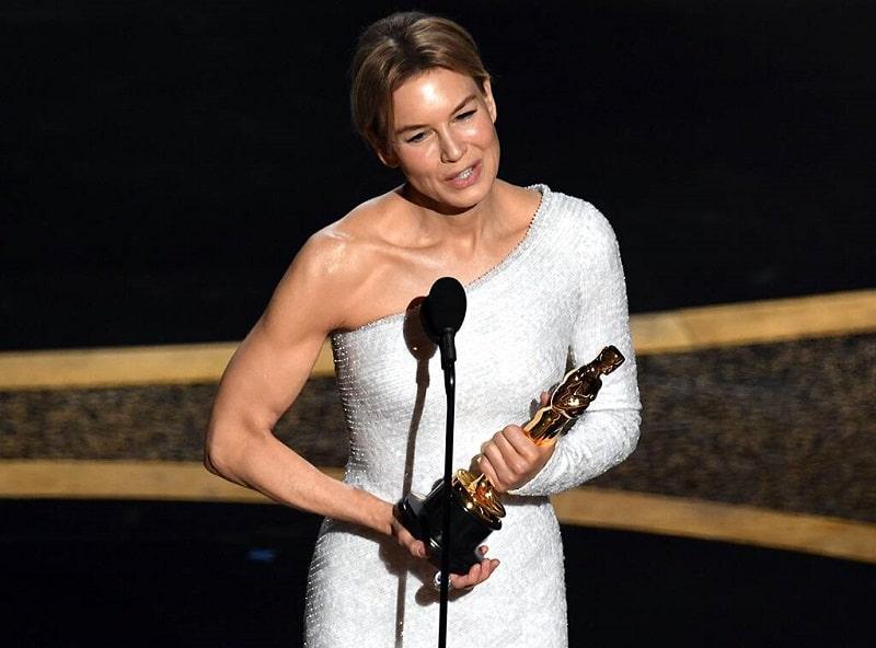 Renée Zellweger rạng rỡ tới nhận tượng vàng Oscar thứ 2 trong đời