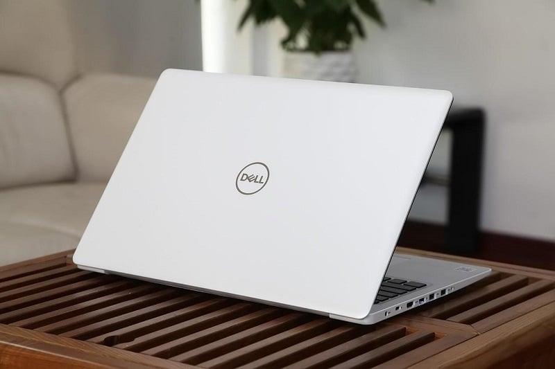 Dell Inspiron 15 N5570A sở hữu ngôn ngữ thiết kế đơn giản