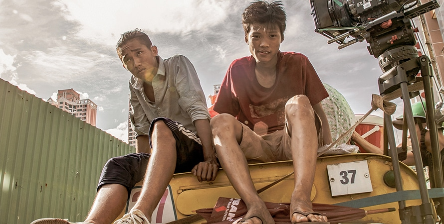 Ròm (2020): Phim hiện thực xã hội lơ lơ lửng lửng